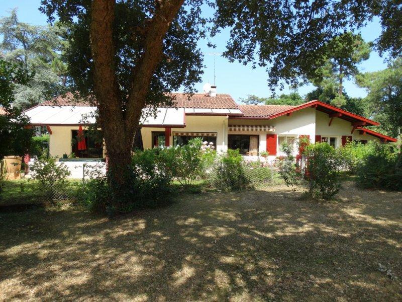 Villa a vendre sur le golf hossegor centre ville terres for Acheter maison hossegor