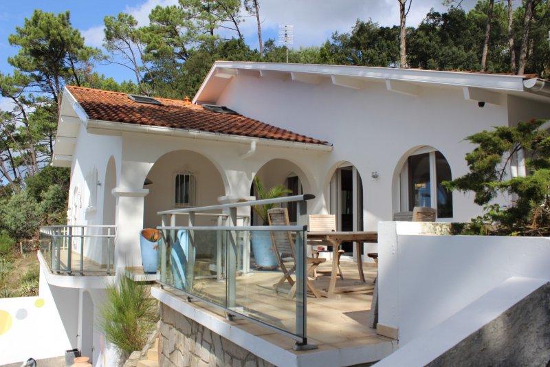 Hossegor lac belle villa avec piscine avec vues for Acheter maison hossegor