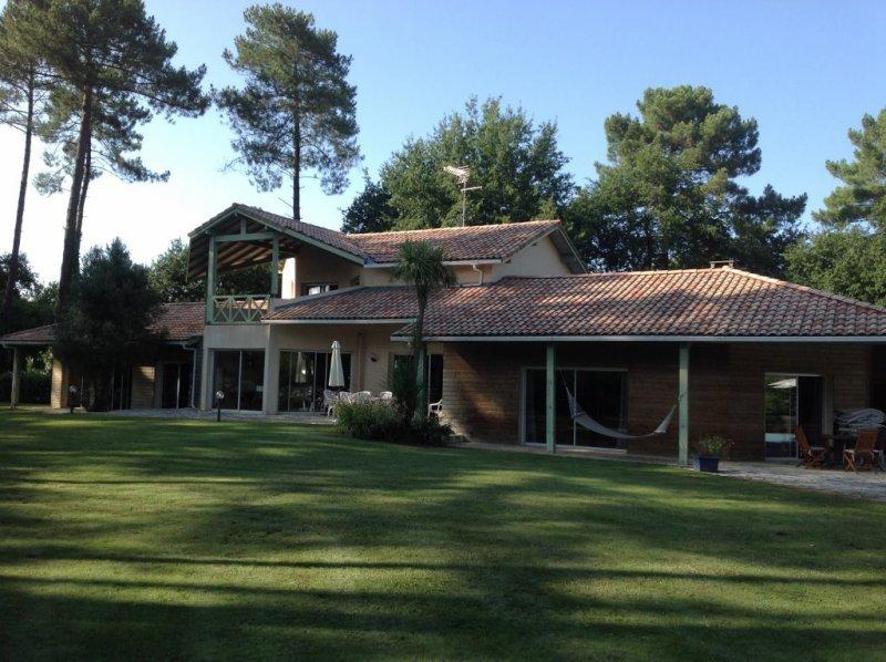 Capbreton maison contemporaine de 400m2 terres oc an for Maison moderne 400m2