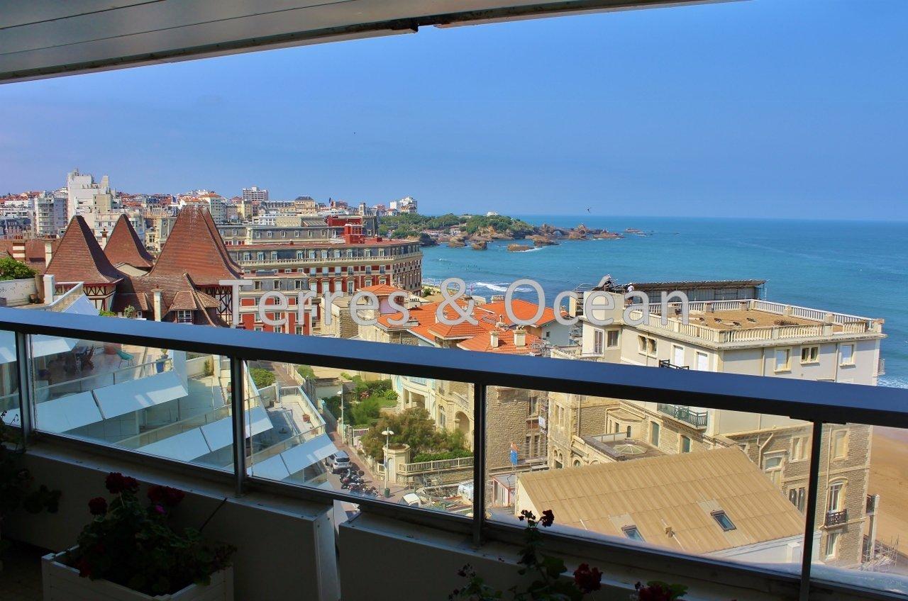biarritz miramar appartement vue mer avec terrasse en. Black Bedroom Furniture Sets. Home Design Ideas